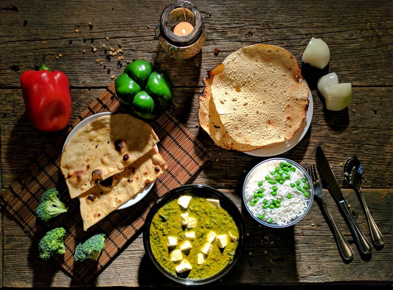 Saag Panner, Roti, Rice and Papadum for home delivery