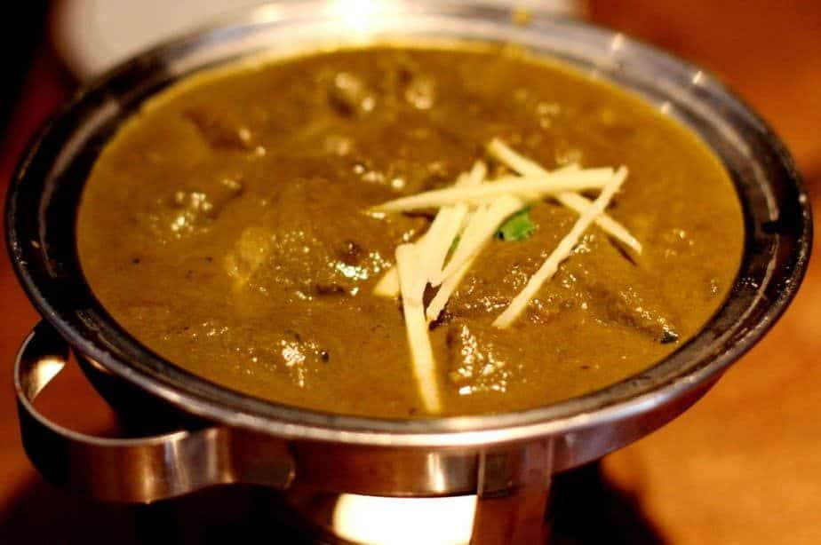Tender pieces of lamb in spinach and onion curry finished with fresh cream and fresh spice blend