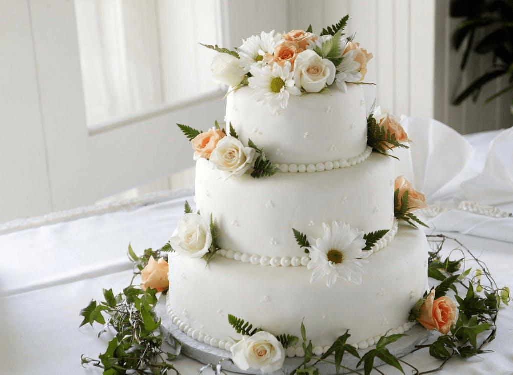 Basic cake wedding catering